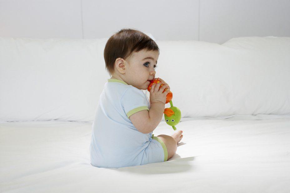 teething, teething remedies, teething babies, baby teeth, teething pain, natural teething remedies