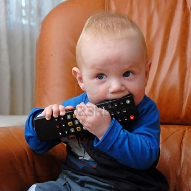 viral video, baby remote, baby fascinated by remote, baby viral videos