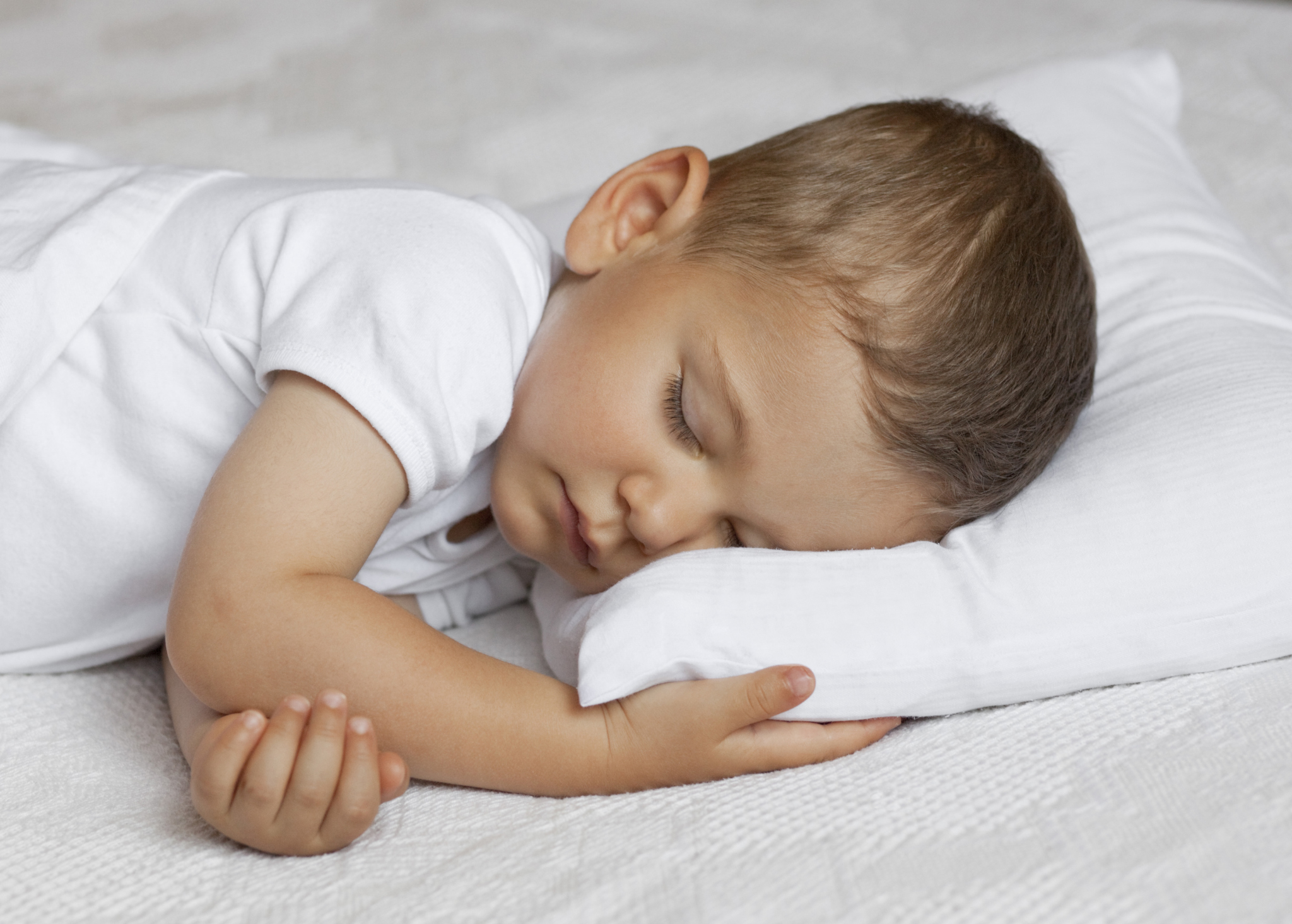 sleeping, sleeping habits, toddler, schedule, sleep schedule, wake up, bedtime, tired, positive association, ways to improve your toddlers sleeping patterns, toddlers, toddlers sleeping patterns