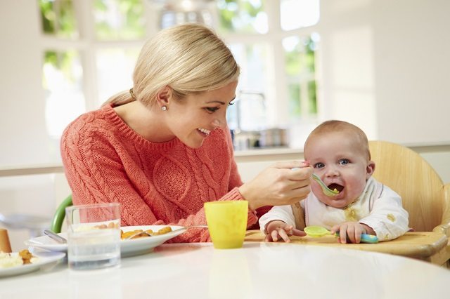 weaning styles, traditional weaning styles, modern weaning styles, spoon fed weaning, baby fed weaning, baby weaning, weaning a baby