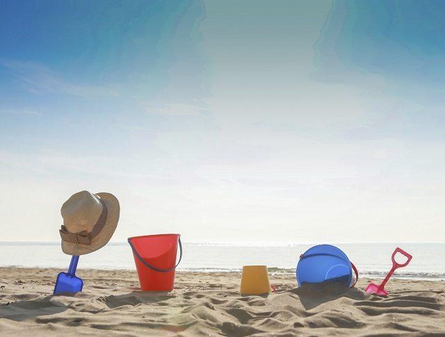 bringing baby to beach, beach hacks, toddler beach hacks, tips for bringing baby to beach, tips for bringing toddler to beach, what to pack beach, what to bring to beach