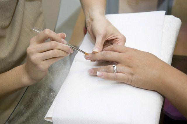 shellac, nourishing nail treatments, boots, nail treatments, shellac, gel, does gel damage your nails, does shellac damage your nails, nail hardening products